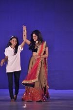 Rashmi Desai  walk the ramp for Manali Jagtap Show on 15th Nov 2015