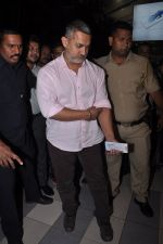 Aamir Khan injured and snapped at airport  on 16th Nov 2015