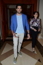 Karisma Kapoor, Sidharth Malhotra snapped at an event on 16th Nov 2015