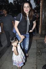 Neelam Kothari at Aaradhya_s bday bash on 16th Nov 2015 (22)_564ae04ee8ea7.JPG