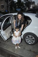 Neelam Kothari at Aaradhya_s bday bash on 16th Nov 2015 (24)_564ae05052585.JPG