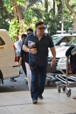 Rishi Kapoor, Neetu Singh snapped at airport in Mumbai on 17th Nov 2015 (8)_564c2a9683d8d.JPG