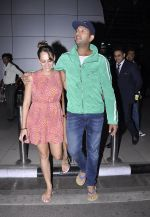 Yuvraj Singh and Hazel Keech post their engagement snapped at the airport on 17th Nov 2015 (13)_564c298e0393c.JPG