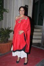 Neena Gupta at Masaba_s wedding bash on 18th Nov 2015 (22)_564d86ba99c16.JPG