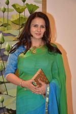 Poonam Dhillon at art exhibition launch with Bindu Kapoor of Yes Bank on 18th Nov 2015