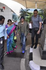Shahrukh Khan snapped at the airport on 18th Nov 2015