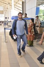 Sohail Khan snapped at the airport on 18th Nov 2015