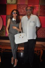 Sridevi, Boney Kapoor snapped at Padmini_s Padmasita collection launch on 20th Nov 2015 (39)_56514a7bd6052.JPG