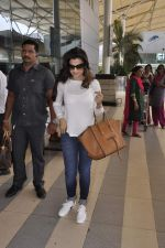 Ameesha Patel snapped at airport on 22nd Nov 2015 (14)_5652c981d05f6.JPG