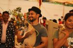 Kunal Khemu at pet adoption in Juhu on 21st Nov 2015 (3)_5652cc90a8c37.JPG
