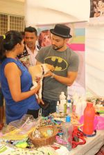 Kunal Khemu at pet adoption in Juhu on 21st Nov 2015
