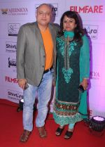 Manoj Joshi with wife at the Red Carpet of _Ajeenkya DY Patil University Filmfare Awards