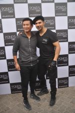 Varun Dhawan, Baichung Bhutia at Ponds shoot on 23rd Nov 2015 (11)_56540e780860c.JPG