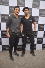 Varun Dhawan, Baichung Bhutia at Ponds shoot on 23rd Nov 2015 (9)_56540e775c52e.JPG