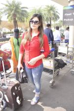 Zarine KHan snapped at airport on 23rd Nov 2015