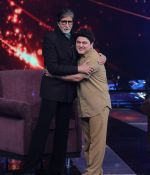 Amitabh Bachchan and Ali Asgar in Aaj Ki Raat Hai Zindagi on 24th Nov 2015