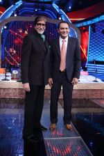 Amitabh Bachchan and Mohd. Azharuddin in Aaj Ki Raat Hai Zindagi on 24th Nov 2015