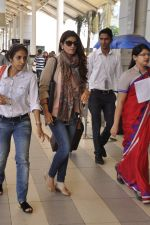 Twinkle Khanna snapped at airport  on 24th Nov 2015 (10)_565562ce4eda4.JPG