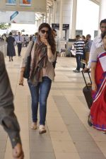 Twinkle Khanna snapped at airport  on 24th Nov 2015 (5)_565562c9d361c.JPG