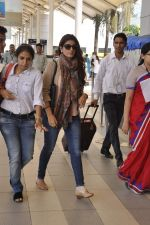 Twinkle Khanna snapped at airport  on 24th Nov 2015 (9)_565562cd4e724.JPG