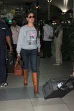 Kareena Kapoor snapped at airport on 28th Nov 2015