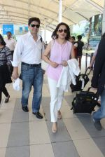 Madhuri Dixit snapped at airport on 28th Nov 2015 (16)_565b39f41a1ab.JPG