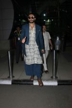 Ranveer Singh snapped at airport on 28th Nov 2015