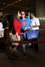 Sania Mirza, Parineeti Chopra snapped at airport on 28th Nov 2015 (37)_565b3a2436d66.JPG