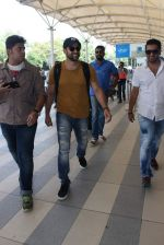 Aftab Shivdasani snapped at Airport on 29th Nov 2015