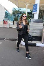 Bipasha Basu snapped at Airport on 29th Nov 2015