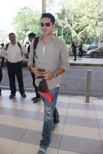 Dino Morea snapped at Airport on 29th Nov 2015