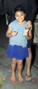 sushmita sen has icecream with daughter on 29th Nov 2015