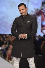 Saif Ali Khan walks for raghavendra rathore Show on 1st Dec 2015