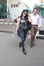 Shruti Haasan snapped at airport on 1st Dec 2015 (1)_565eaa125a89e.JPG