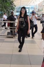Shruti Haasan snapped at airport on 1st Dec 2015 (10)_565eaa08d0d07.JPG