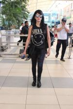 Shruti Haasan snapped at airport on 1st Dec 2015 (12)_565eaa0a70be6.JPG