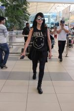 Shruti Haasan snapped at airport on 1st Dec 2015 (13)_565eaa0b35d27.JPG