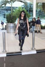 Shruti Haasan snapped at airport on 1st Dec 2015