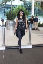 Shruti Haasan snapped at airport on 1st Dec 2015 (16)_565eaa0d939b0.JPG