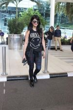 Shruti Haasan snapped at airport on 1st Dec 2015 (17)_565eaa0e56e0e.JPG