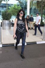 Shruti Haasan snapped at airport on 1st Dec 2015 (18)_565eaa0f1e4e2.JPG