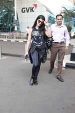 Shruti Haasan snapped at airport on 1st Dec 2015 (22)_565eaa11a0a21.JPG