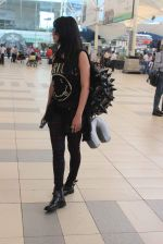 Shruti Haasan snapped at airport on 1st Dec 2015 (3)_565eaa024a4b9.JPG