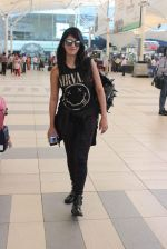 Shruti Haasan snapped at airport on 1st Dec 2015 (4)_565eaa036485b.JPG