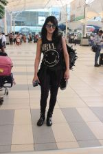 Shruti Haasan snapped at airport on 1st Dec 2015 (6)_565eaa05359d5.JPG