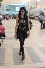 Shruti Haasan snapped at airport on 1st Dec 2015 (7)_565eaa0630937.JPG
