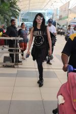 Shruti Haasan snapped at airport on 1st Dec 2015 (9)_565eaa0808ed6.JPG