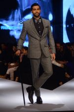 Akshay Oberoi on day 2 of GQ Fashion Nights on 3rd Dec 2015 (153)_56605da472cd9.JPG