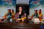 Juhi Chawla at the launch of film Chalk and Duster on 2nd Dec 2015 (28)_56605c69d92a8.JPG