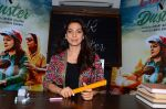 Juhi Chawla at the launch of film Chalk and Duster on 2nd Dec 2015 (39)_56605ca645289.JPG